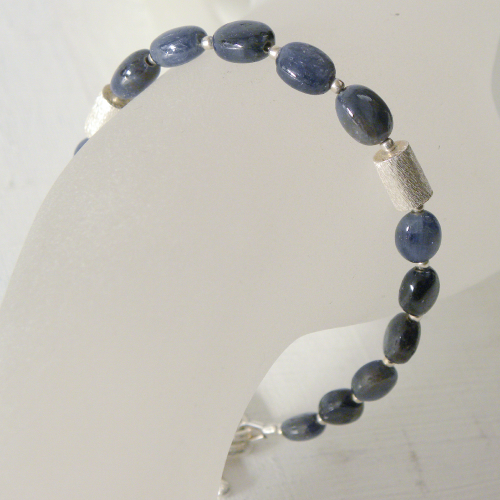 """Dark Blue Nature Olives"" Saphir Armband"