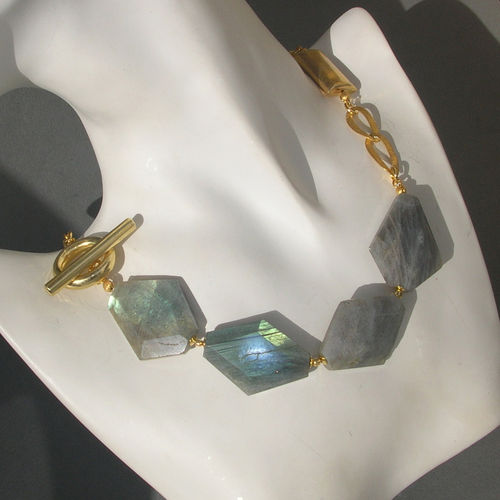 """Blue-Green Luster"" Labradorit Collier vergoldet"