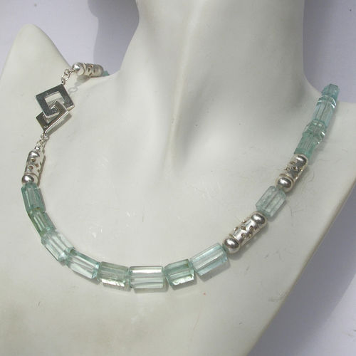 """Blue-Green Heaven Crystal"" Aquamarin Kette"