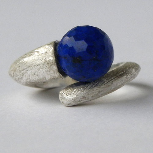 """Dark Night Earth"" Silberring mit Lapislazuli"